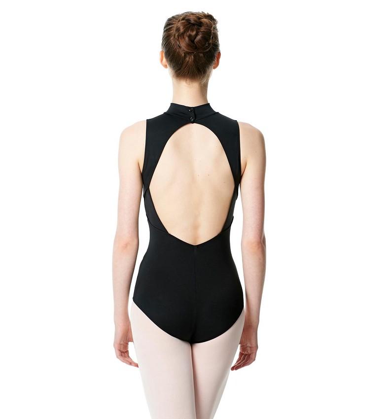 בגד גוף עם פתח עגול בגב